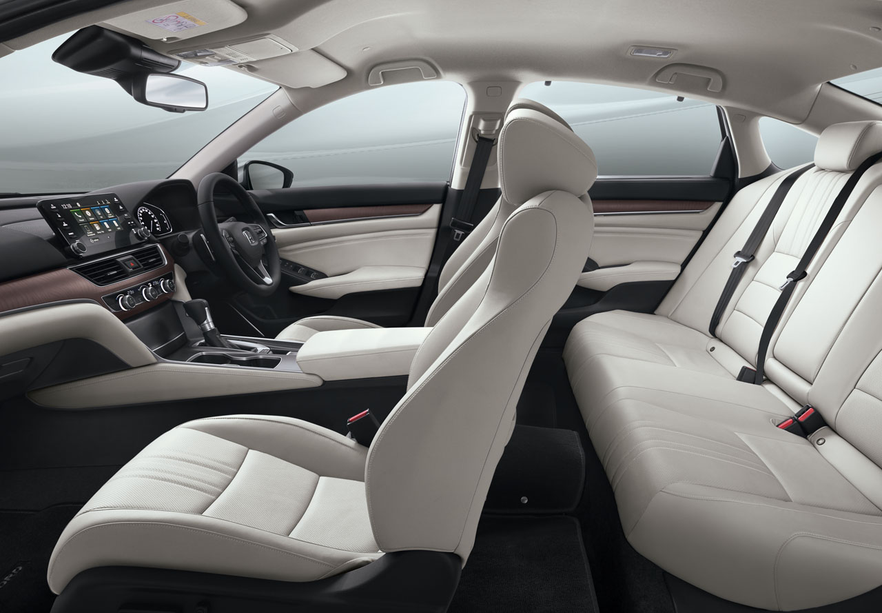 Leather-Trimmed-Seat